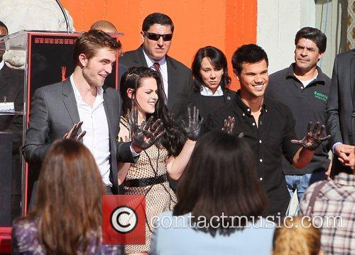 Robert Pattinson, Kristen Stewart, Taylor Lautner and Grauman's Chinese Theatre 48