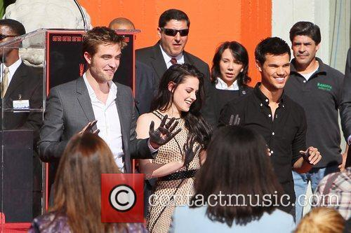 Robert Pattinson, Kristen Stewart, Taylor Lautner and Grauman's Chinese Theatre 16