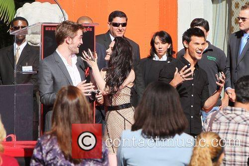 Robert Pattinson, Kristen Stewart, Taylor Lautner and Grauman's Chinese Theatre 42