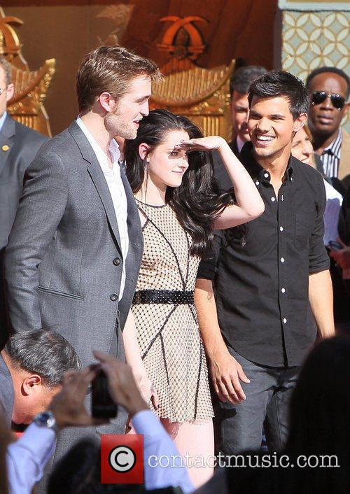 Robert Pattinson, Kristen Stewart, Taylor Lautner and Grauman's Chinese Theatre 35