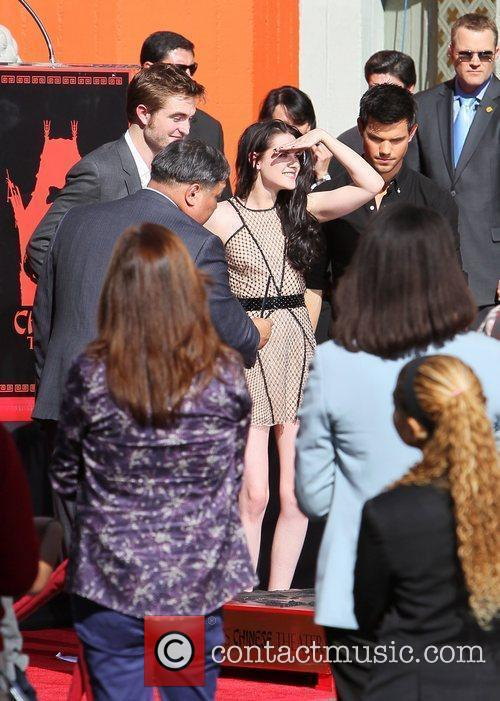Robert Pattinson, Kristen Stewart, Taylor Lautner and Grauman's Chinese Theatre 47