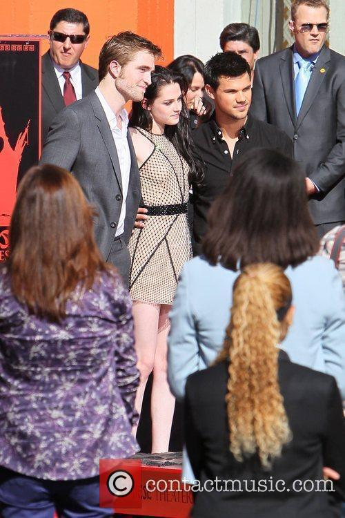 Robert Pattinson, Kristen Stewart, Taylor Lautner and Grauman's Chinese Theatre 24