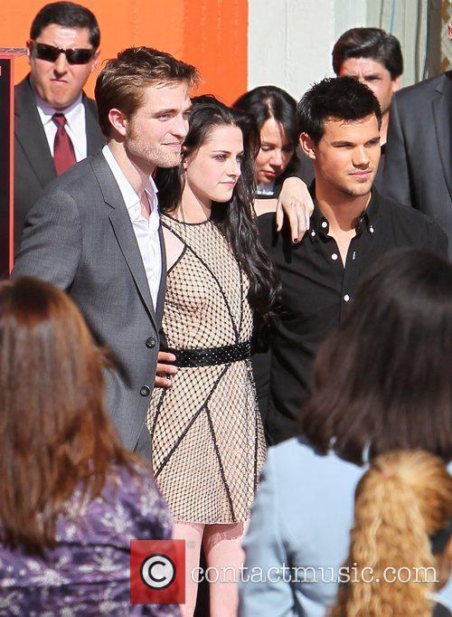 Robert Pattinson, Kristen Stewart, Taylor Lautner and Grauman's Chinese Theatre 7