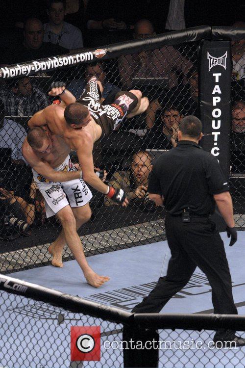 Rory MacDonald vs Nate Diaz  UFC 129...