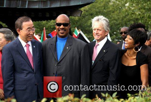 Stevie Wonder, Michael Douglas and Monique Coleman 4