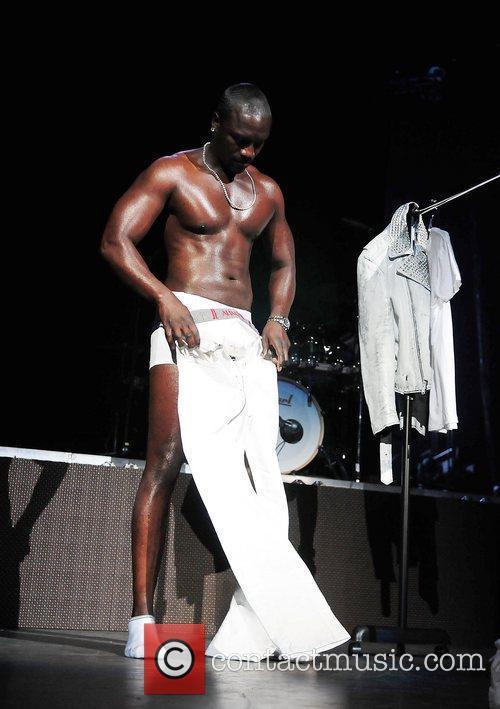 Akon and Usher 10