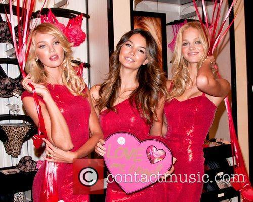 Victoria's Secret Bombshells unveil 'Love Me' gift picks...