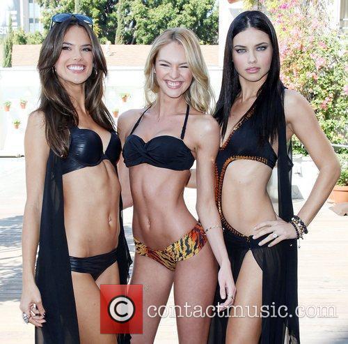 Alessandra Ambrosio and Adriana Lima 10