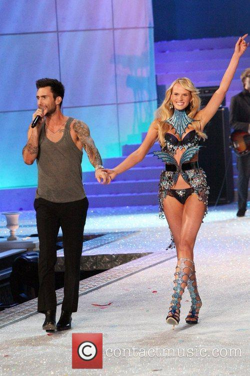 Adam Levine, Maroon 5 and Victoria's Secret 3
