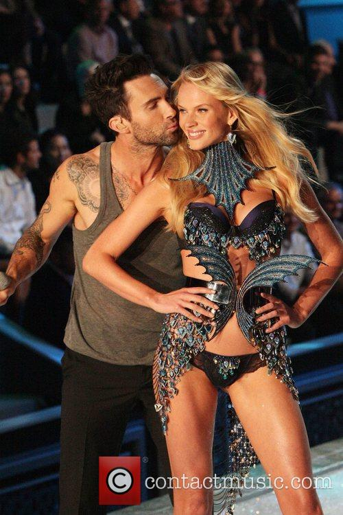Adam Levine, Maroon 5 and Victoria's Secret 4