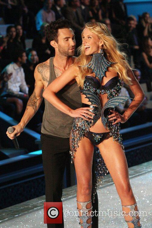 Adam Levine, Maroon 5 and Victoria's Secret 1