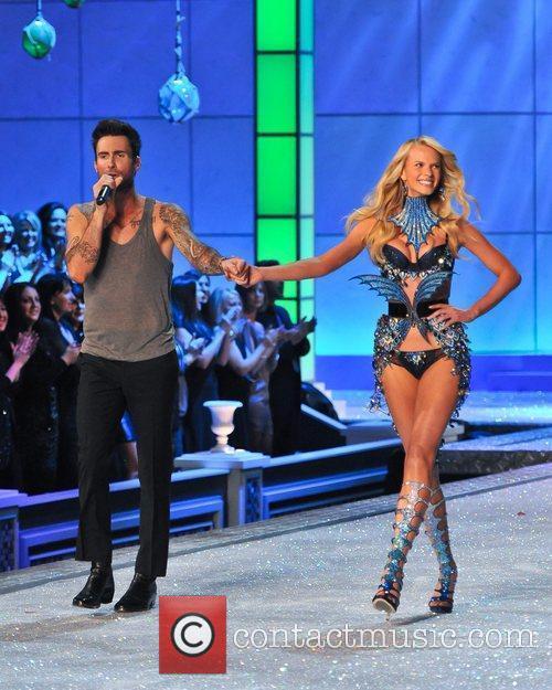 Adam Levine and Victoria's Secret 6