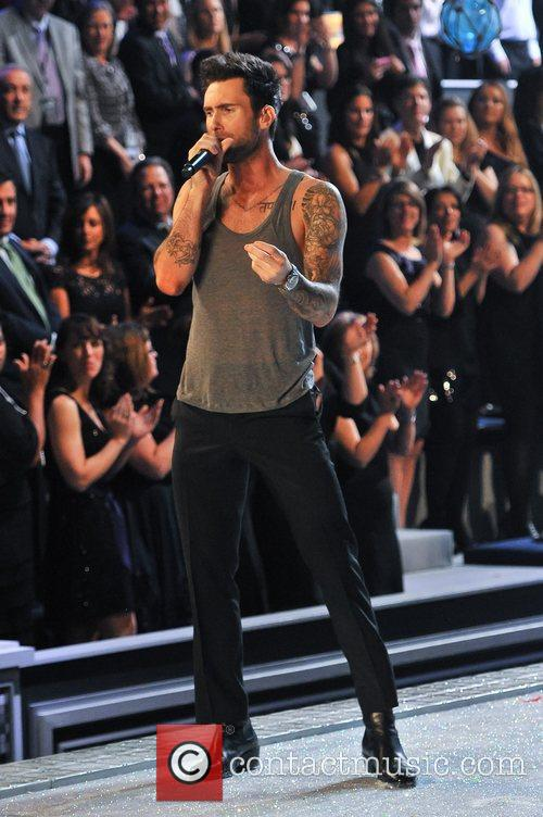 Adam Levine and Victoria's Secret 10