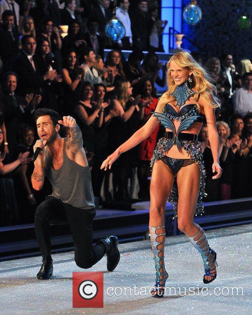 Adam Levine and Victoria's Secret 1