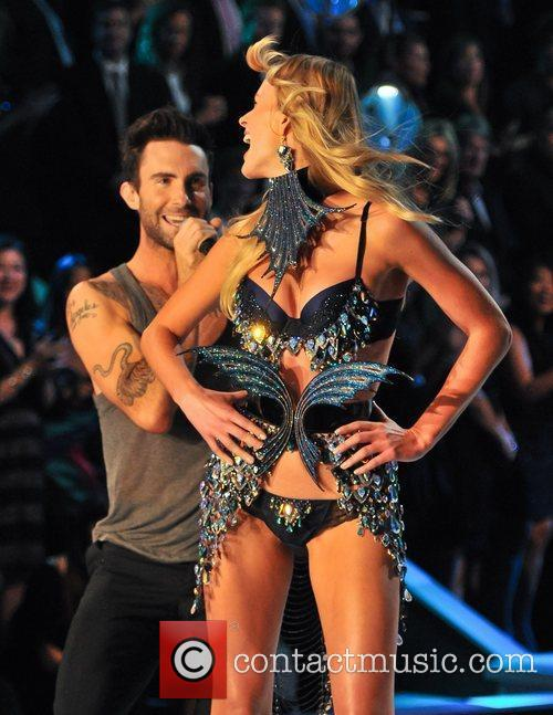 Adam Levine and Victoria's Secret 8