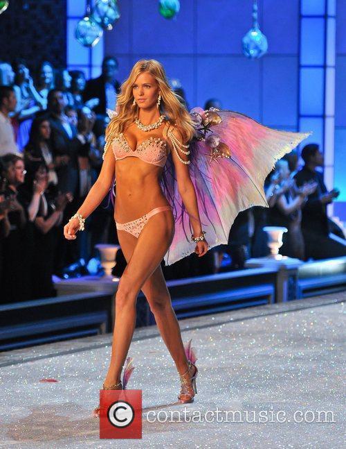 Erin Heatherton and Victoria's Secret 3