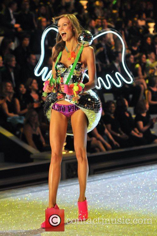 karlie kloss 2011 victorias secret fashion show 3602850