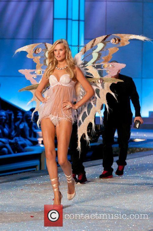 Model, Erin Heatherton, Victoria's Secret