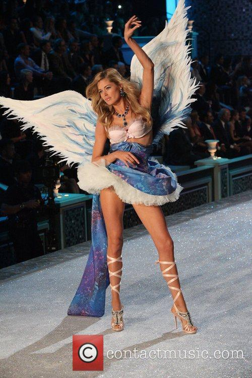 Model, Candice Swanepoel and Victoria's Secret 29