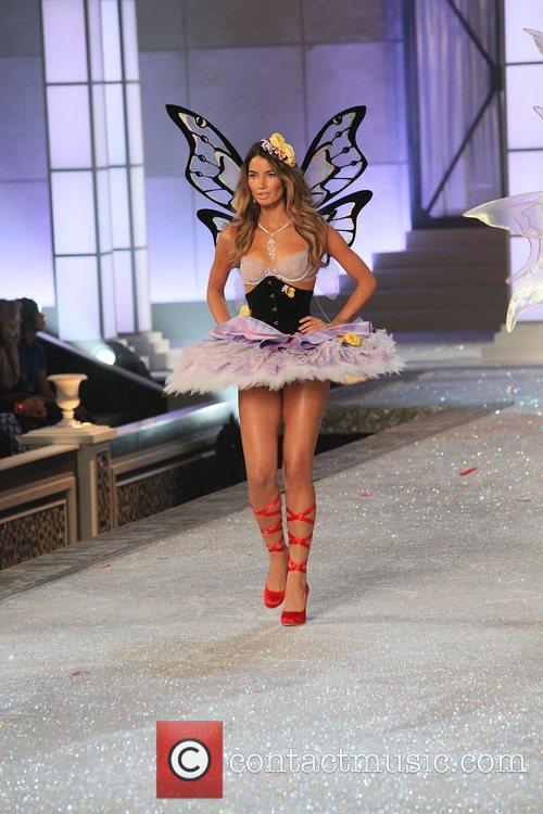 Model and Victoria's Secret 3