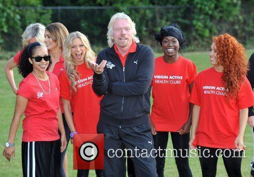 Sir Richard Branson with members of Vida Virgin...