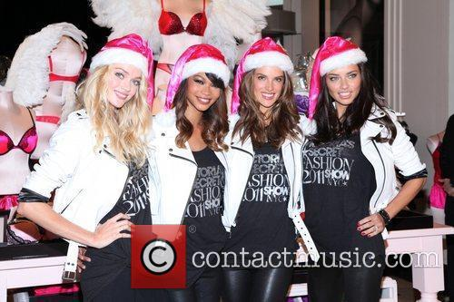 Chanel Iman, Adriana Lima, Alessandra Ambrosio and Victoria's Secret 5