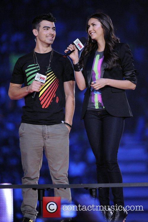 Joe Jonas and Nina Dobrev 5