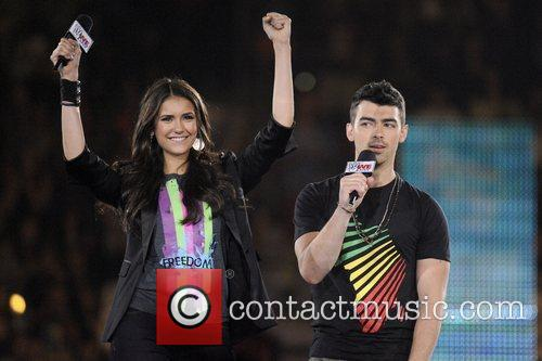 Nina Dobrev and Joe Jonas 10
