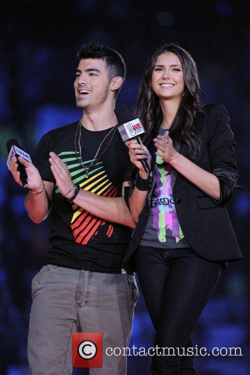 Joe Jonas, Nina Dobrev