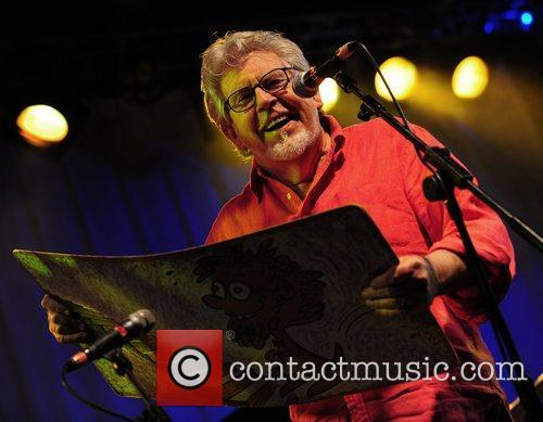 Rolf Harris Wickham Festival 2011 in Fareham -...