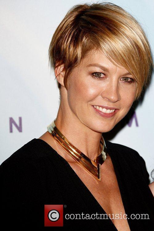 Jenna Elfman 9