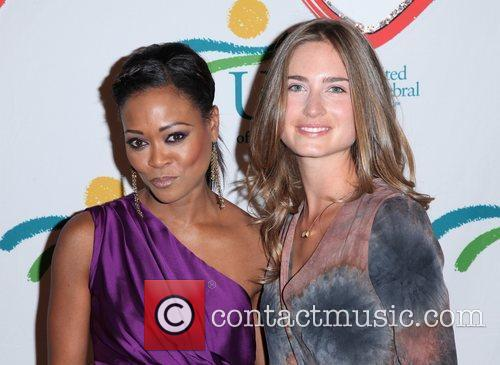 Robin Givens and Lauren Bush 5
