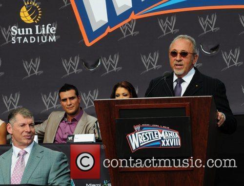 Vince Mcmahon and Emilio Estefan 3