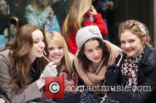 Emma Dumont,  Bailey Buntain,Julia Goldani Telles, Kaitlyn...