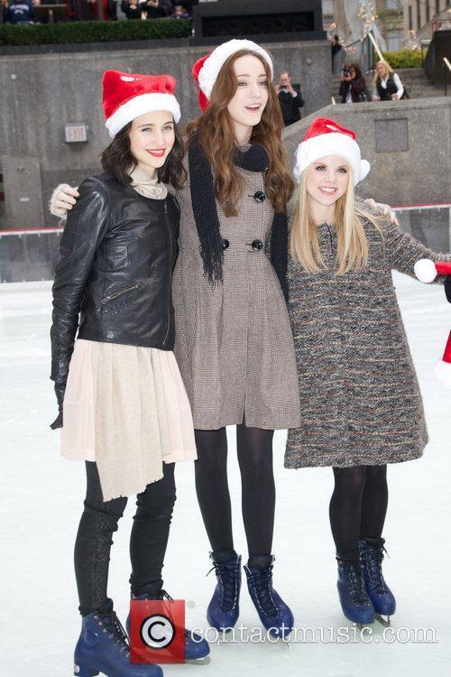 Julia Goldani Telles, Emma Dumont, Bailey Buntain,...