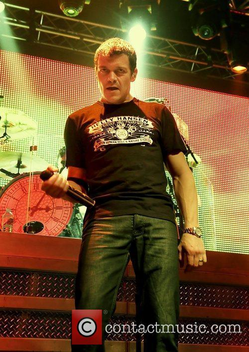Brad Arnold and 3 Doors Down 16