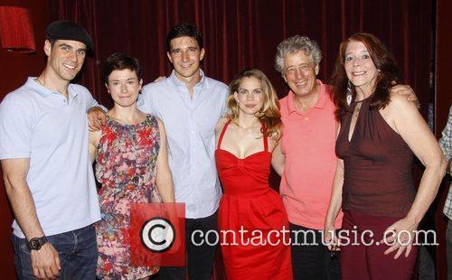 Eddie Cahill, Hannah Cabell, Jake Silbermann, Anna Chlumsky,...