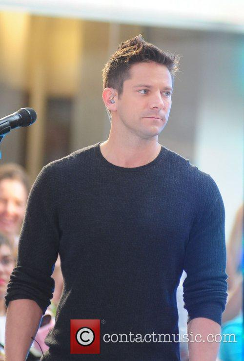 Jeff Timmons 98 Degrees re-unite to perform live...