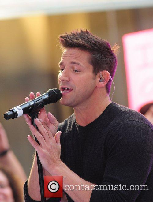 98 Degrees re-unite to perform live at Rockefeller...