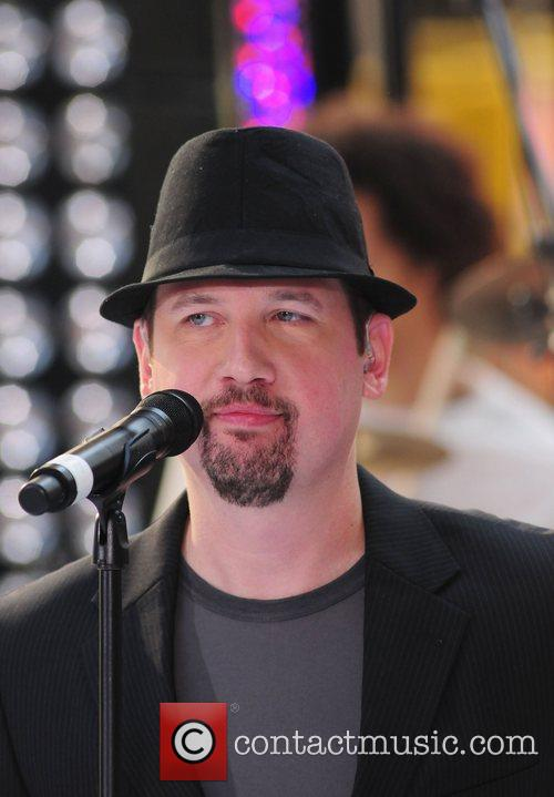 Justin Jeffre 98 Degrees re-unite to perform live...