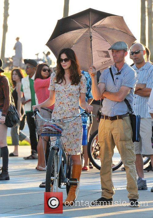 Filming her new movie on Venice Beach, a...