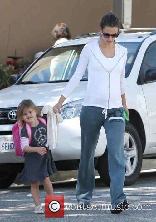 alessandra ambrosio picking her daughter anja up 5799025
