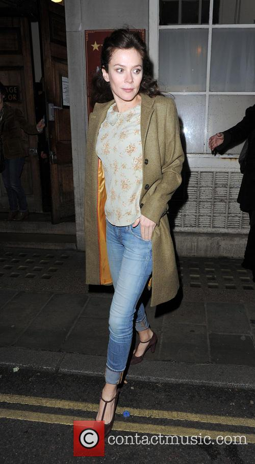 anna friel anna friel leaves the vaudeville 20039791