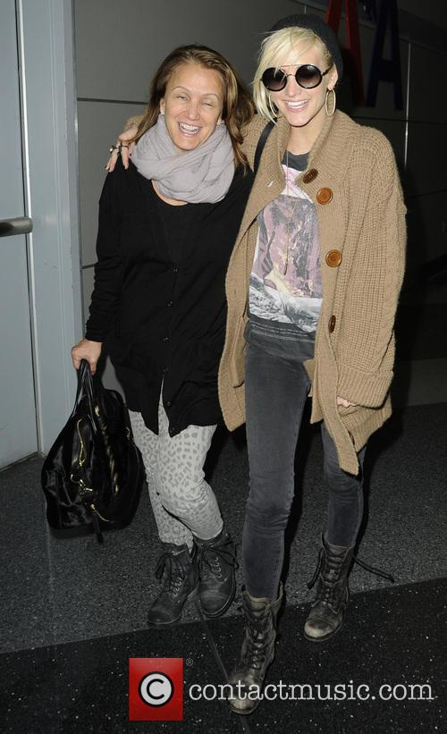 Ashlee Simpson and Tina Simpson 1