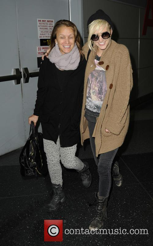 Ashlee Simpson and Tina Simpson 11
