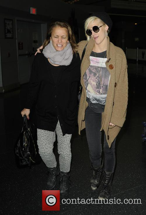 Ashlee Simpson and Tina Simpson 7