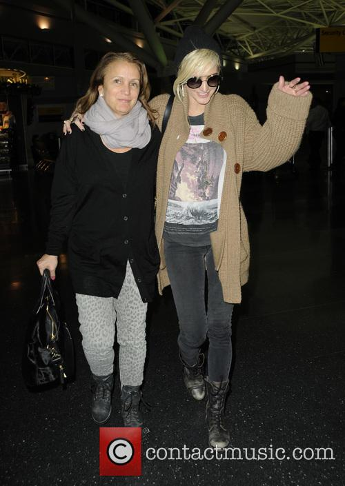 Ashlee Simpson and Tina Simpson 6