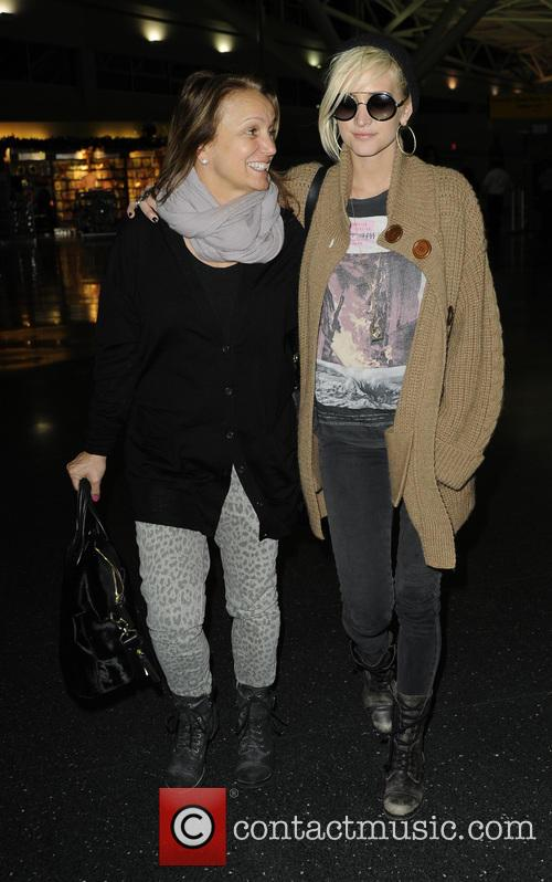 Ashlee Simpson and Tina Simpson 8