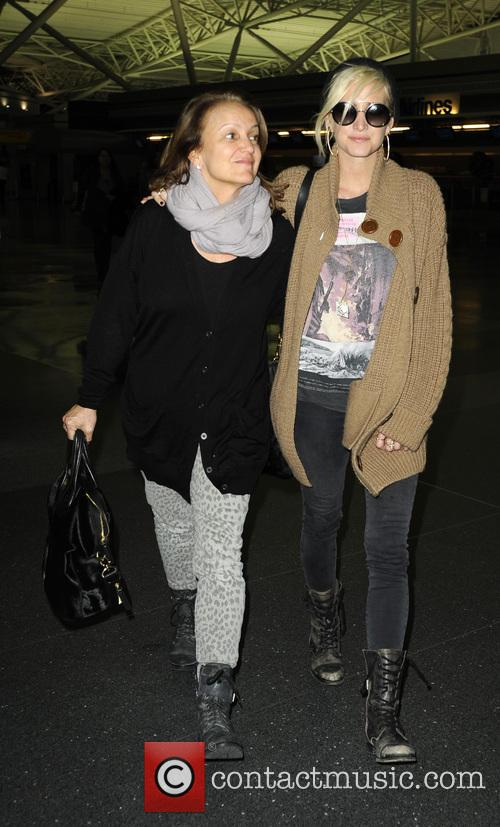 Ashlee Simpson and Tina Simpson 10
