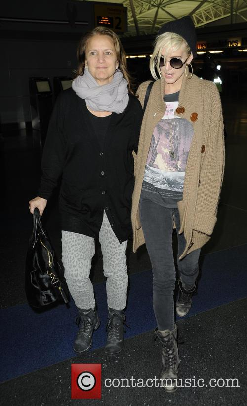 Ashlee Simpson and Tina Simpson 2